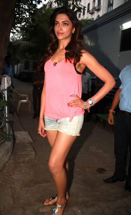 Deepika Padukone Height Weight Body Statistics - Healthy Celeb