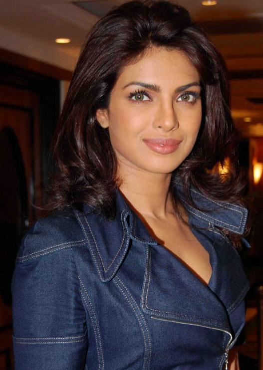 Priyanka Chopra Height Weight Body Stati... : 【イ