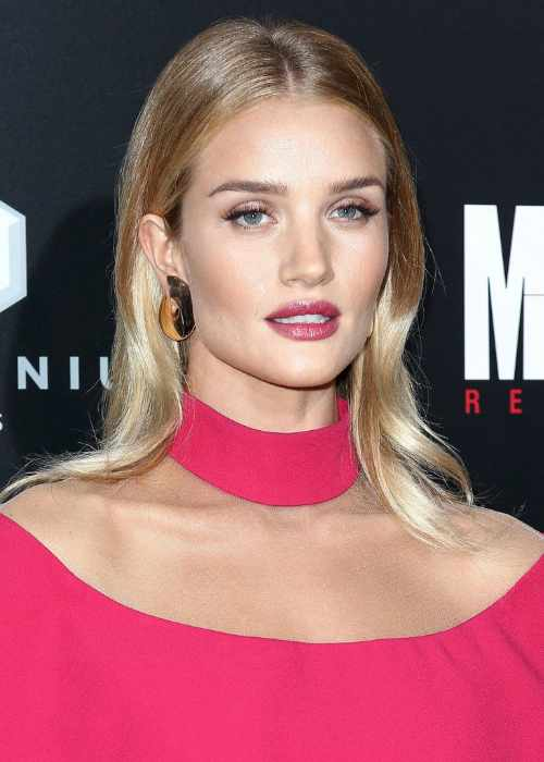 Rosie Huntington-Whiteley at the premiere of Mechanic Resurrection in Hollywood