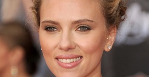 Scarlett Johansson height and Weight