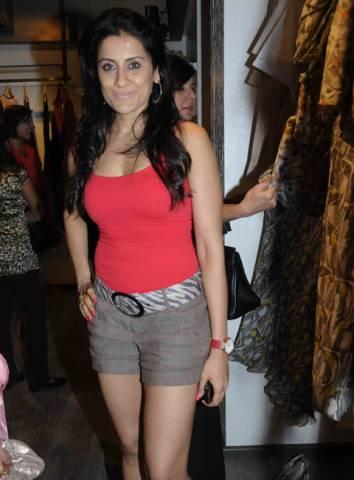 Deepika Padukone Height, Weight, Age, Body Statistics ...
