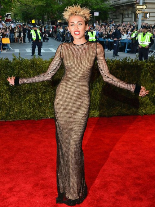 Miley Cyrus 2013 height