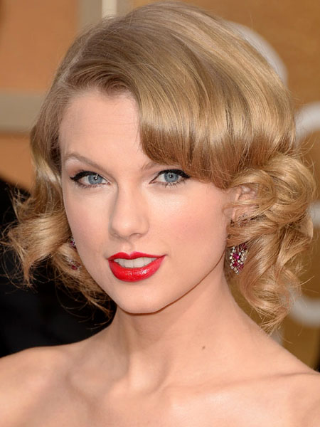Taylor Swift during Golden Globes 2014