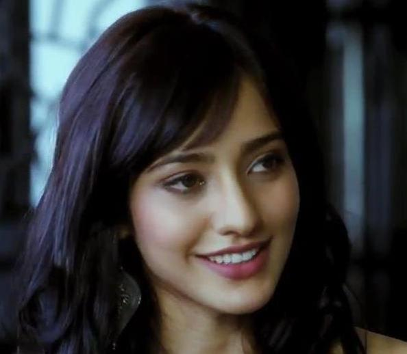 Neha-Sharma-face-closeup