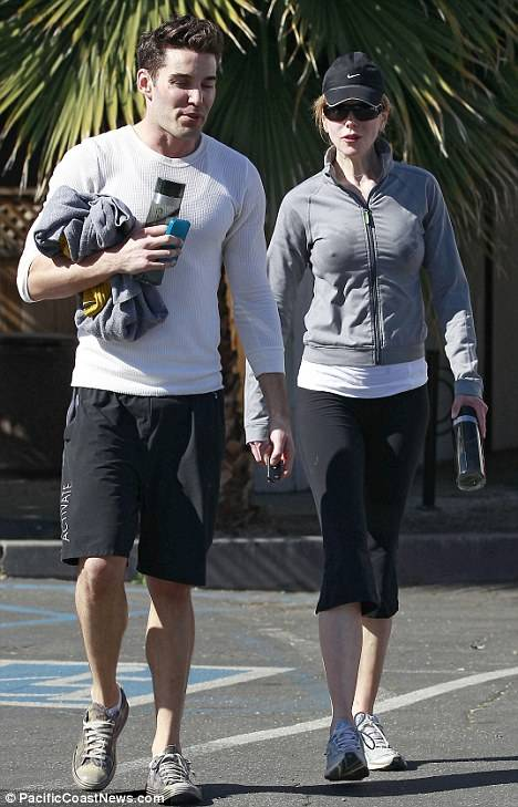 Nicole-Kidman-with-her-personal-trainer