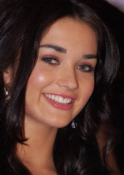 Amy Jackson Face Closeup