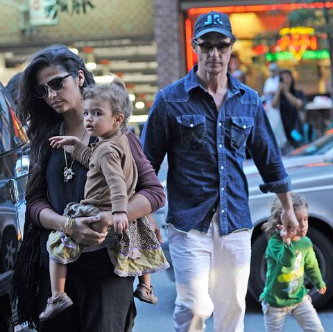 Photo de Camila Alves  & son fille  Vida Alves McConaughey