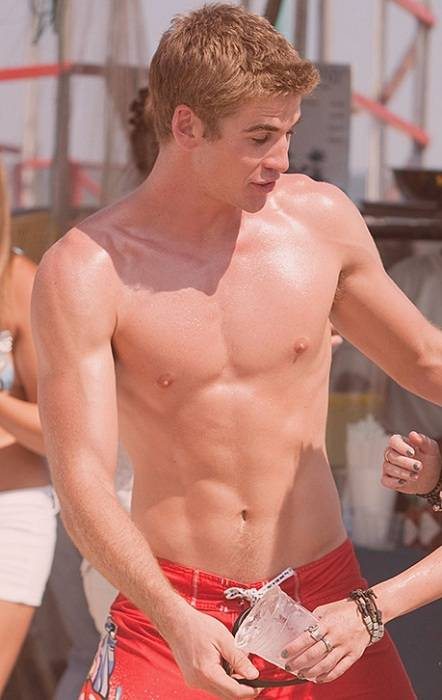 Liam Hemsworth Body