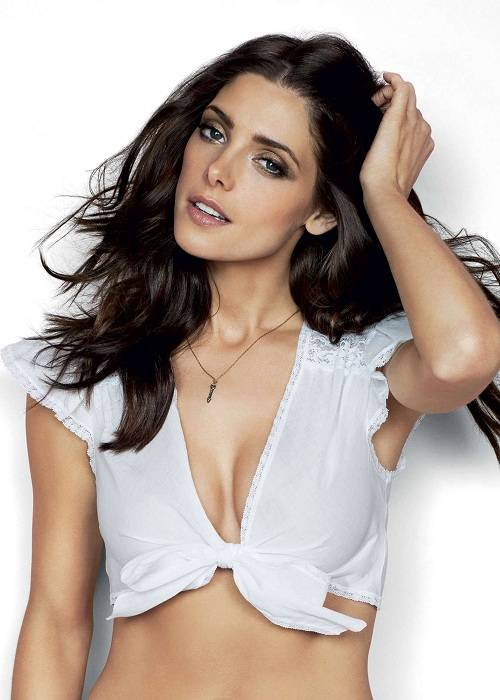 Ashley Greene Cosmopolitan magazine issue 2013