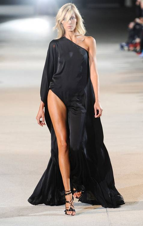 Anja Rubik Height