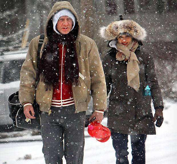 Daniel Craig Rachel Weisz during Sonwy weather