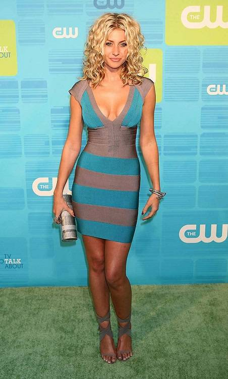 Aly Michalka Height