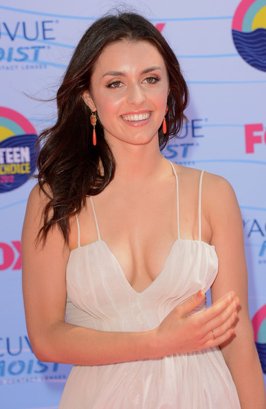 Kathryn McCormick - 2018 Regular Brown hair & chic hair style. Current length:  medium long hair (shoulder length)