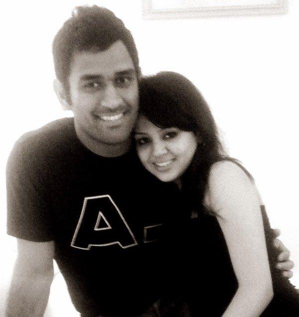 m s dhoni wife sakshi rawat