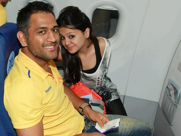 Mahendra Singh Dhoni with wife Sakshi Rawat