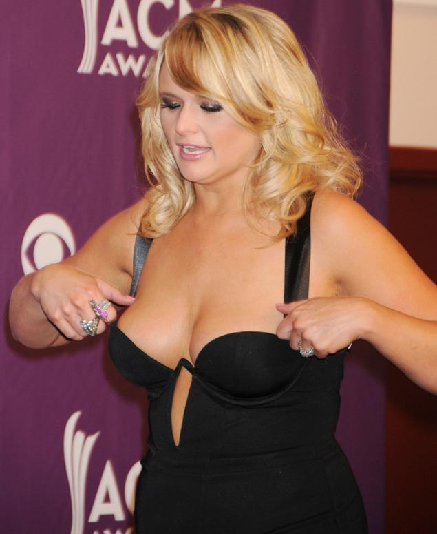 miranda lambert bra slipping off