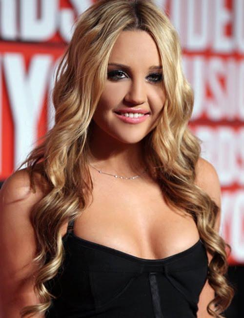 Amanda Bynes bra size