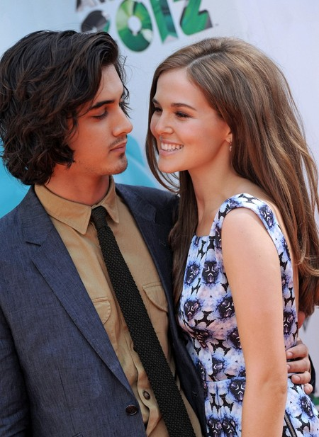 Avan Jogia and Zoe Deutch