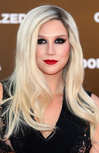 Kesha 2013 cute red lipstick