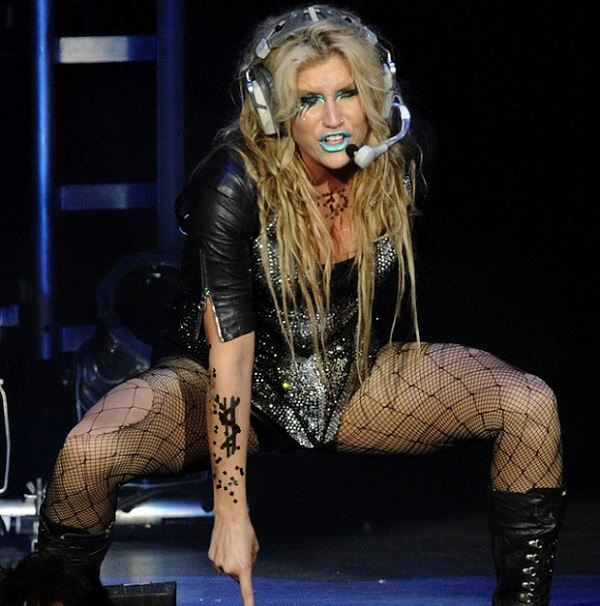 Kesha 2013 performing