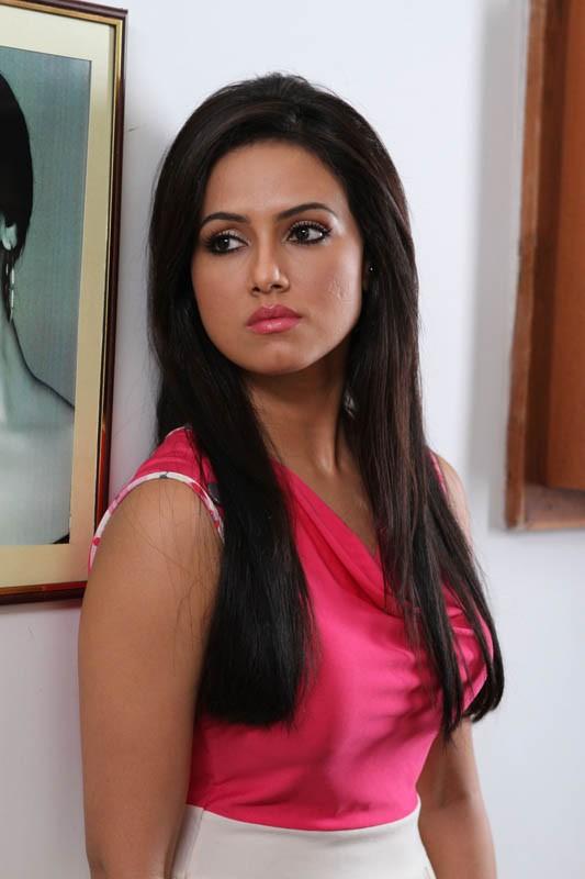 Sana Khan hot