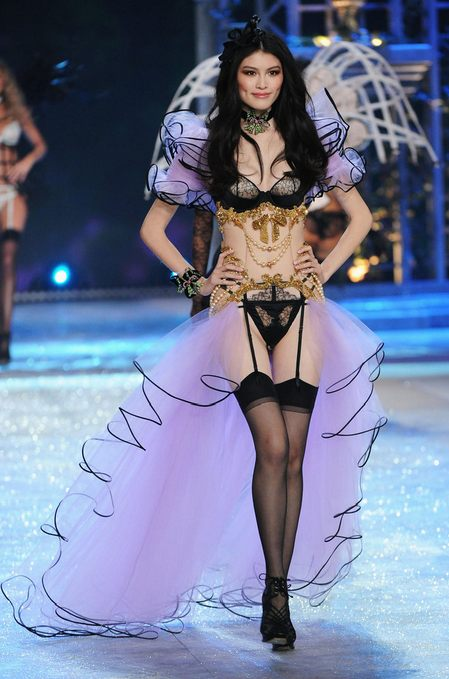 Sui He Victoria's Secret Fashion Show 2012