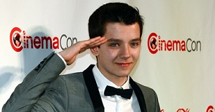 Asa-Butterfield-saluting-306x160