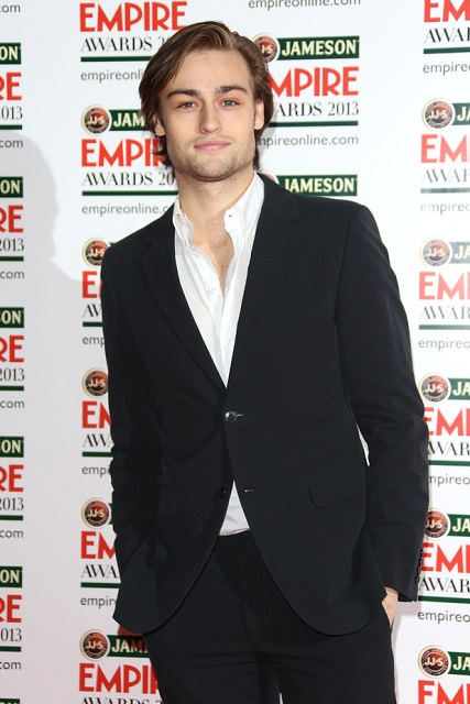 Douglas Booth Height