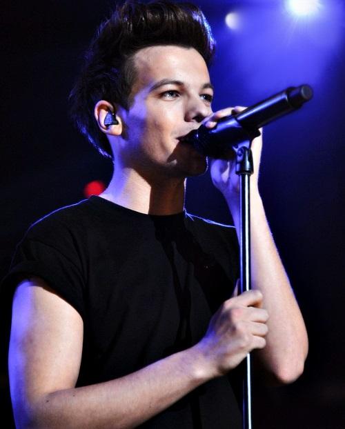 Louis Tomlinson singing