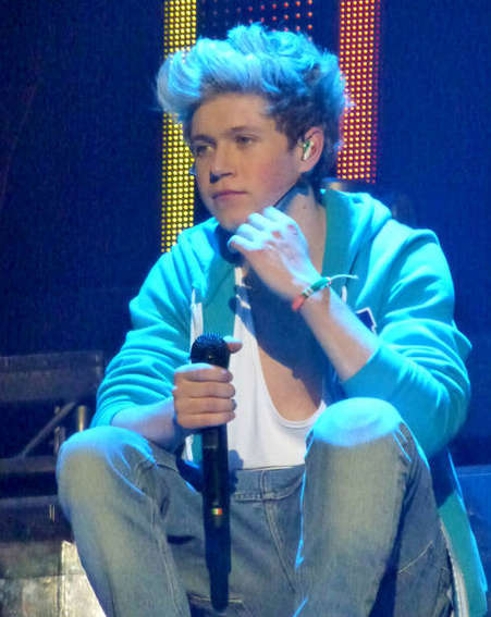 Niall Horan singing