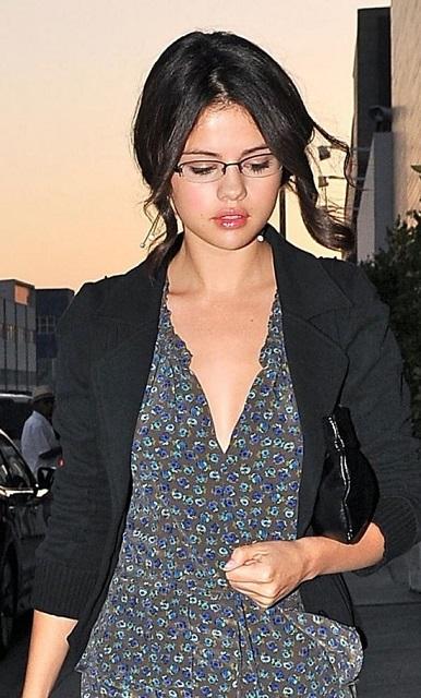 Selena Gomez spectacles