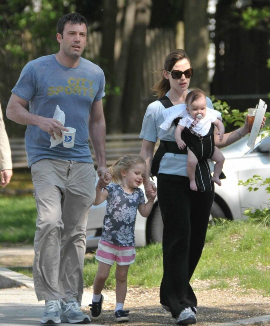 Jennifer Garner with Ben Affleck and family