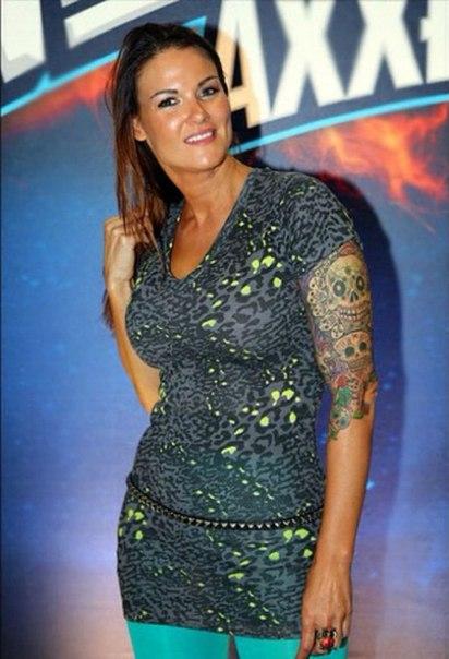 Amy Dumas hot