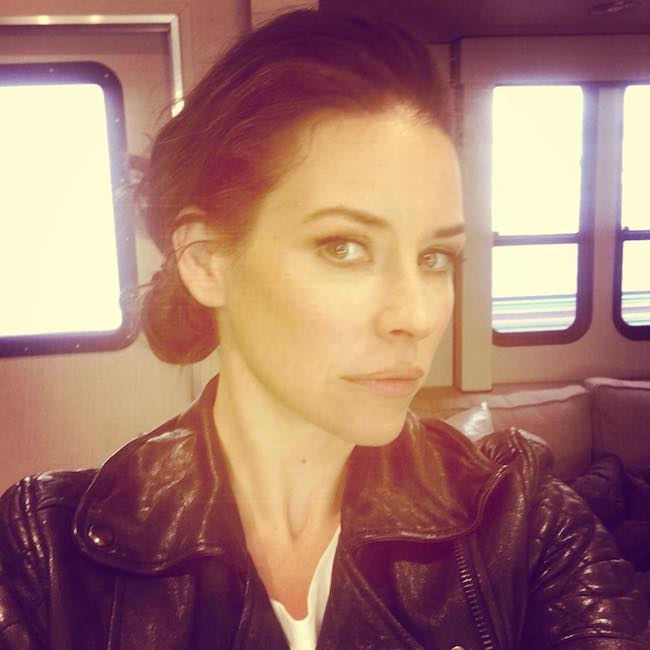 Evangeline Lilly showing her hairstyle in a selfie in May 2018
