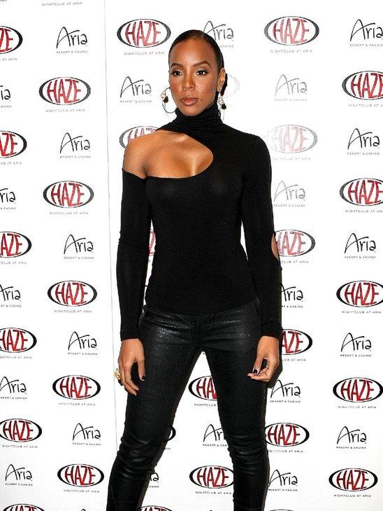 Kelly Rowland curvy body