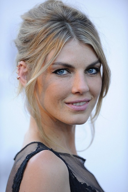 The 37-year old daughter of father Randall Lindvall and mother  Laura Rasdall , 180 cm tall Angela Lindvall in 2017 photo