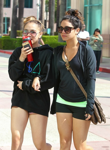 Stella Hudgens and her sister Vanessa Hudgens (Left)