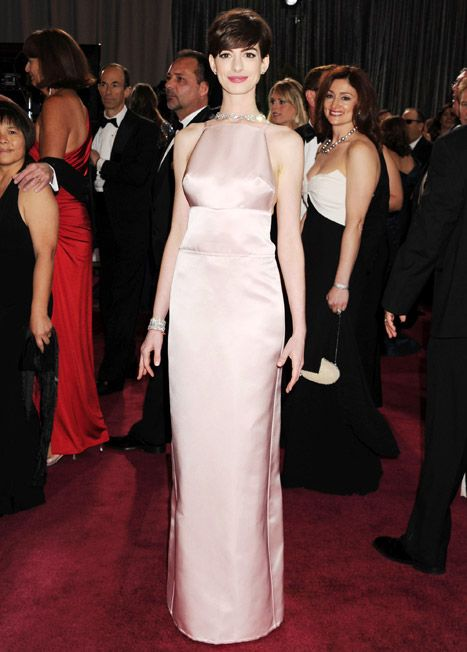 Anne Hathaway height and weight