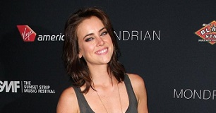 Jessica Stroup Height, Weight, Age, Body Statistics
