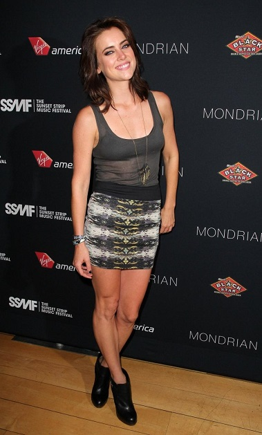 Jessica Stroup height is 5 ft 8 in or 173 cm.