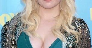 Abigail Breslin breasts