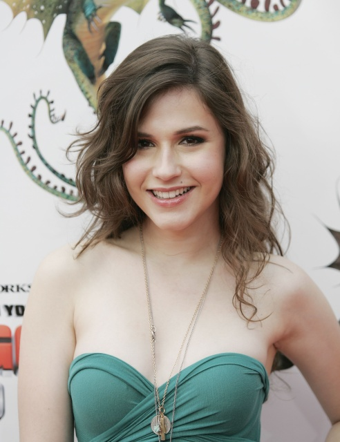 Erin Sanders boobs