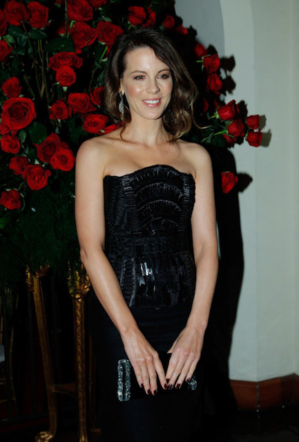 Kate Beckinsale height is 6 ft 7 in or 170 cm.