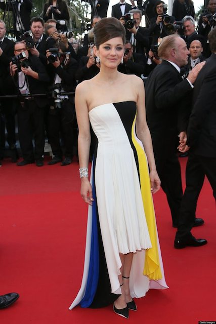 Marion Cotillard height is 5 ft  6.5 inch or 169 cm.