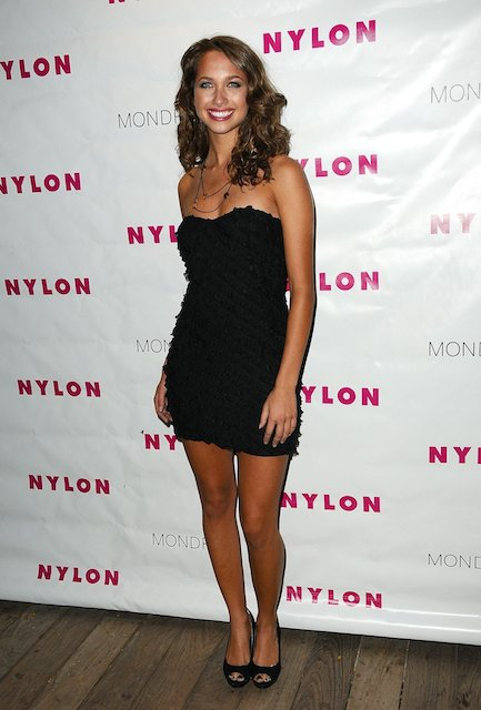 Maiara Walsh height is 5 ft 5 in or 165 cm.