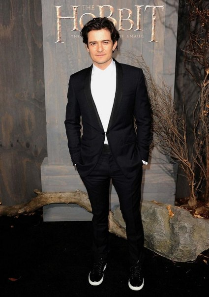 Orlando Bloom height is 5 ft 11 in or 180 cm.