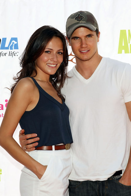 Robbie Amell and his girlfriend Italia Ricci