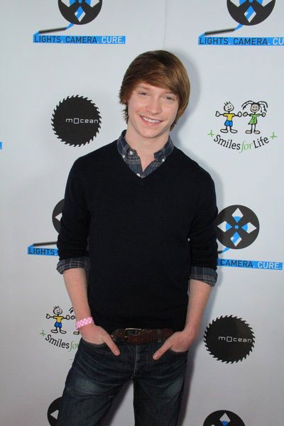 Calum Worthy weight