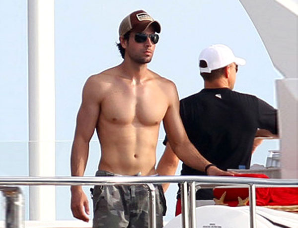 Enrique Iglesias shirtless 2014