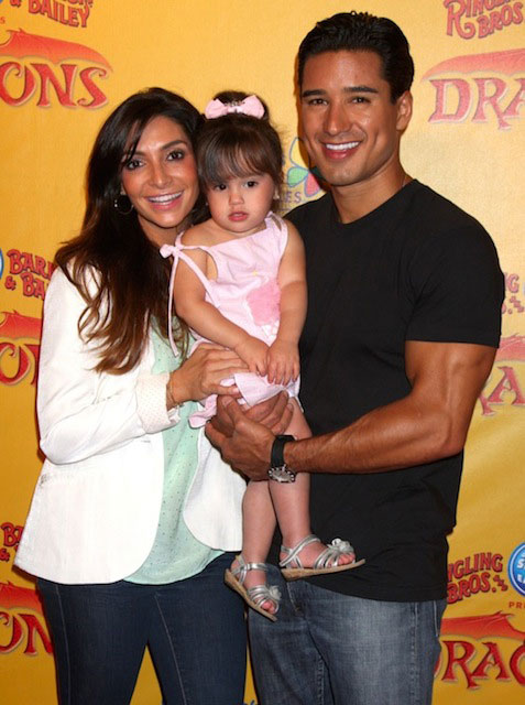 Mario Lopez and Courtney Mazza with daughter Gia